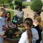 par-3-teaching-girls-about-plants